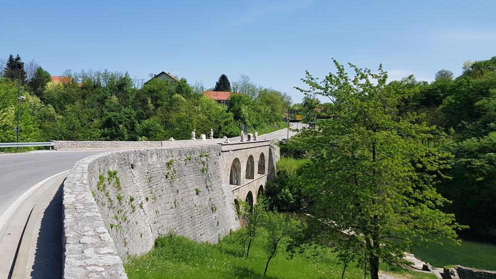 Josipov most na izlazu iz Tounja.