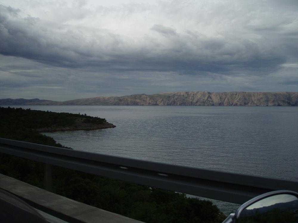 Tmasti oblaci nad Velebitskim kanalom