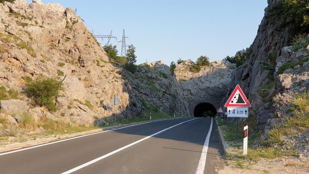 Tunel na prijevoju Prezid