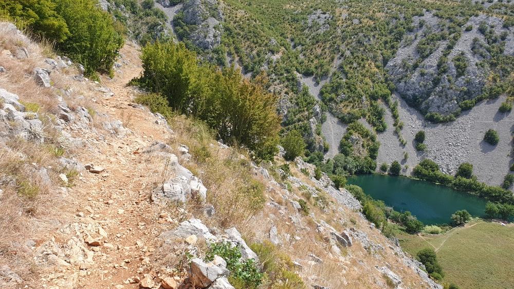 Zahtjevna staza do podnožja kanjona Krupe i Kudina mosta
