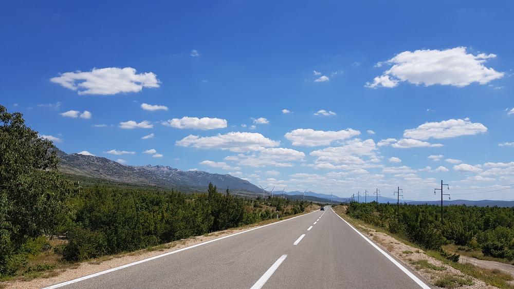 Cesta od Masleničkog mosta prema Obrovcu
