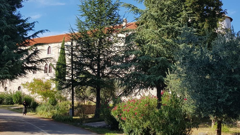 Pogled na manastir Krupa