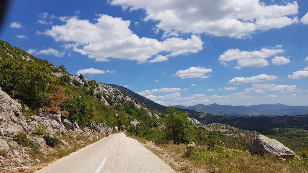 Cesta prema Golubiću.