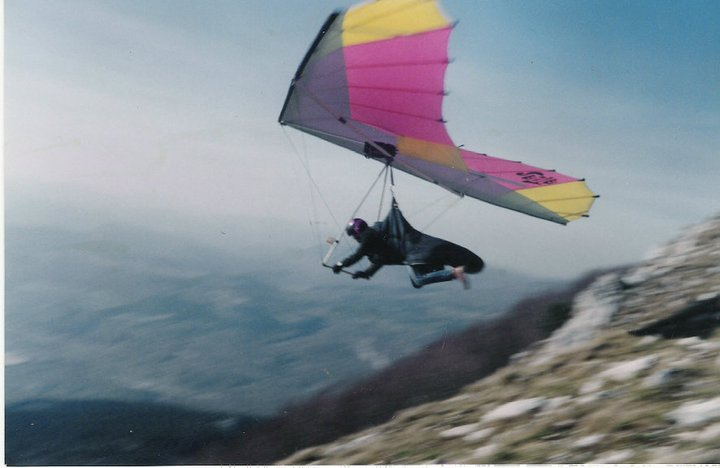 Jedno od mojih prvih polijetanja s vrha Učke. Početkom 90-tih je Učka bila glavno zmajarsko letjelište.