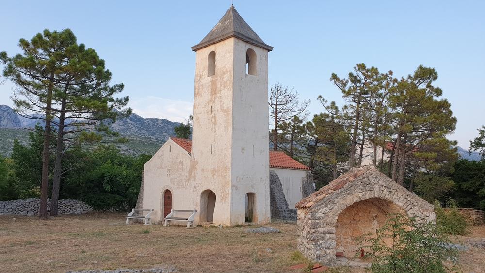 Crkva sv. Petra, Starigrad Paklenica.