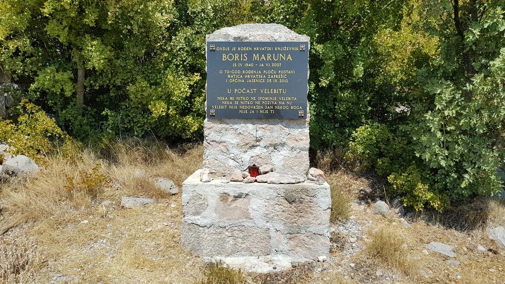 Spomenik pjesniku i političaru Borisu Maruni.