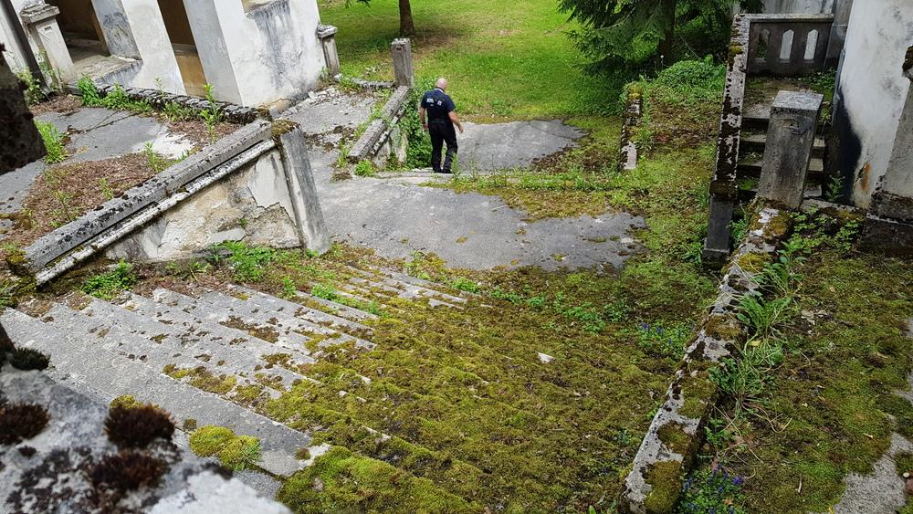 Starim gradom Bosiljevo kao da dominiraju stepenice
